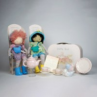 child-tea-set-with-dolls-500px